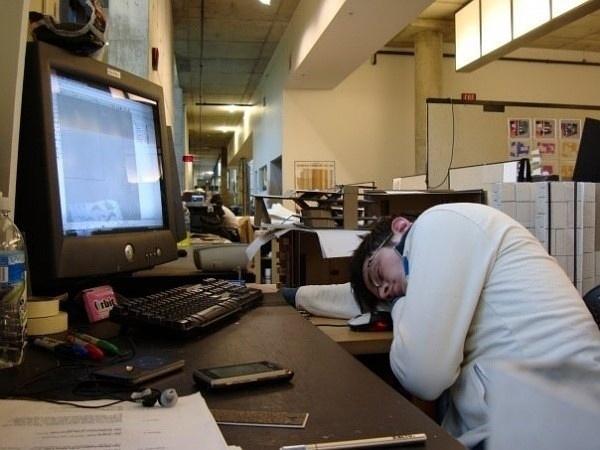 办公室睡姿一览,有来生再不当设计师啦