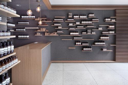 Aesop:遍布世界的黑色小药瓶