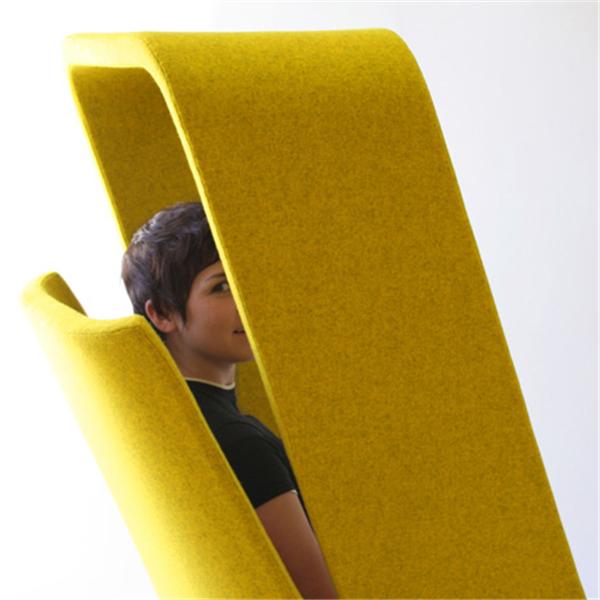 """隔断外界干扰,用椅子打造自己的""""小房间"""""""