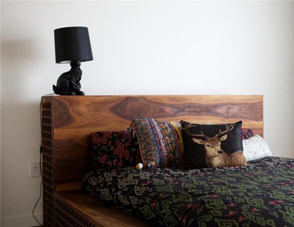 胡桃木床也雕花,现代家具上的传统装饰技艺