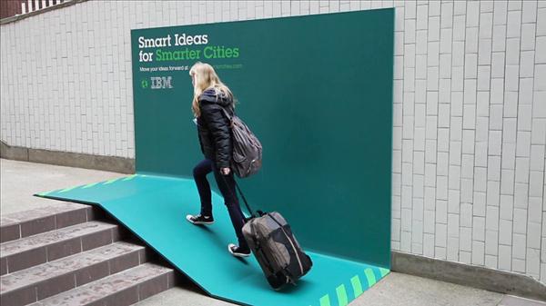 """实验室 2013 年度广告:Dove《Real Beauty Sketches》、沃尔沃《The Epic Split》、可口可乐""""昵称瓶""""、IBM""""Smart Ideas for Smarter Cities""""、远传电信《开口说爱,让爱远传》"""