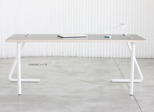 Mandalaki Table:插座长在桌腿上、桌腿伸到桌面上   理想生活实验室 - 为更理想的生活