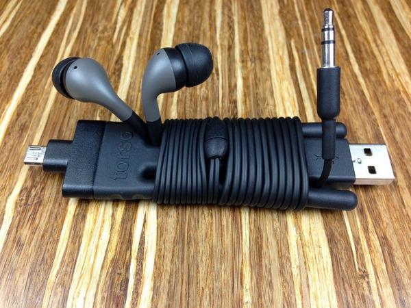 Torso:可弯可直,让手机支架和充电器在一起
