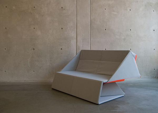 从日本传统折纸艺术汲取设计灵感,美国设计师 Yumi Yoshida 打造双重功用 Origami 沙发