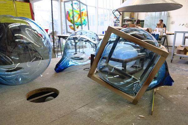 木框内的玻璃泡泡,荷兰设计工作室带来超现实的玻璃制品