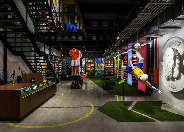 体验绿茵场实感,NIKE 在巴西揭幕首家足球专营店