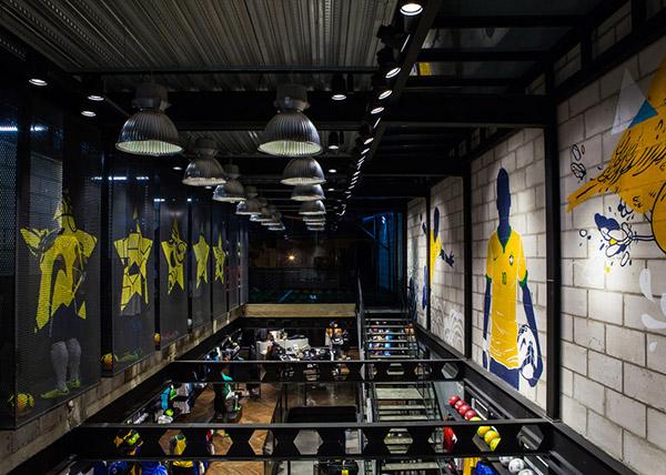 体验绿茵场实感,NIKE 在巴西揭幕首家足球专营