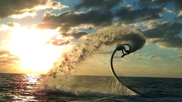 没有海浪也能冲浪,有胆就来试试 Hoverboard 水上飞板 | 理想生活实验室 - 为更理想的生活