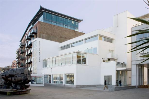 近日,伦敦设计博物馆宣布将于 2016 年起对公众免费开放。这一决定主要得益于一项退税方案的提出,博物馆将会从这一方案中得到 180 万英镑的重建费用和每年 15 万的运营维护资金。伦敦设计博物馆位于伦敦塔附近,始建于 1989 年,是世界上第一个以设计为主题的博物馆。它将于 2016 年搬迁至肯辛顿大街,与英国自然历史博物馆、英国科学博物馆等为邻。