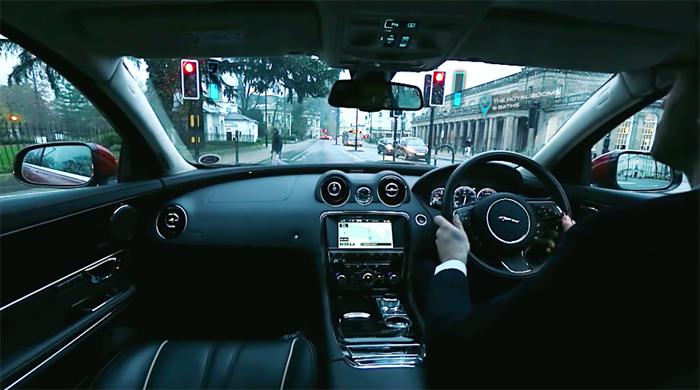 消除驾驶者的视野盲区,捷豹路虎演示 360 virtual urban windscreen