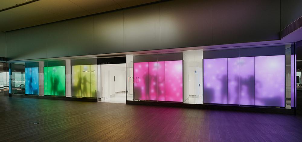 为了更好的卖马桶,TOTO 在成田机场开设公厕画廊 | 理想生活实验室 - 为更理想的生活