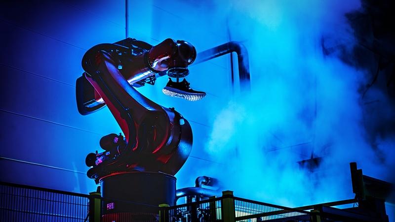adidas 在德国老家的全自动化鞋厂已经修好,2017 年我们就能穿到机器人制作的鞋了 | 理想生活实验室 - 为更理想的生活